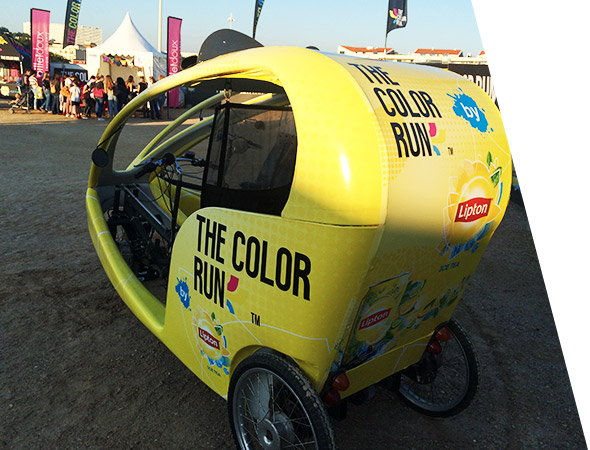 Lipton Ice Tea en Gumba pour the color run - Vélo taxi publicitaire - Affichage mobile - Groupe NON STOP MEDIA