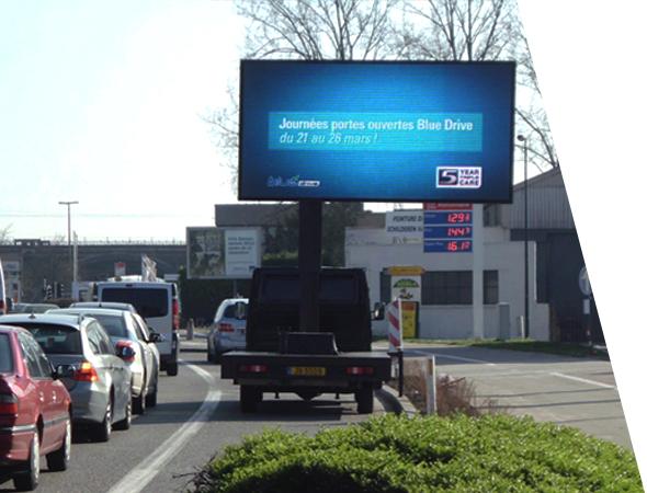Blue Drive- Camion écran géant Euroled - véhicule affichage mobile - Groupe NON STOP MEDIA