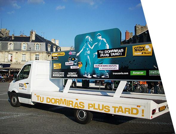 Crazy Room Tour - Camion Panoramique publicitaire - Affichage Mobile - Groupe NON STOP MEDIA
