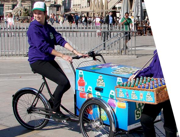 Teisseire Fruit and Shoot en triporteur - véhicule affichage publicitaire mobile pour le street marketing - Groupe NON STOP MEDIA