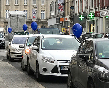 Guerilla ballons chez Dacia