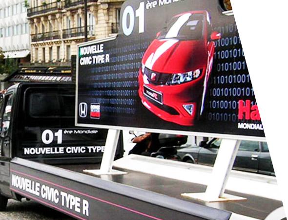 Honda automobile en camion publicitaire panoramique avec NON STOP MEDIA Ile de France