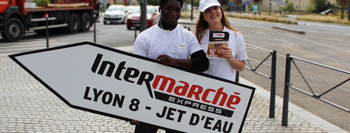Intermarché campagne outdoor multi dispositifs : sign spinner - NON STOP MEDIA RA