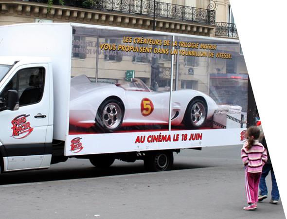 Camion vitrine publicitaire pour le street marketing - Affichage mobile - NON STOP MEDIA Rhône Alpes
