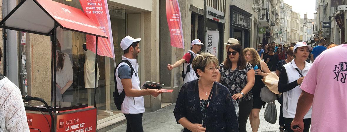 Triporteur digital pour SFR avec NON STOP MEDIA Aquitaine