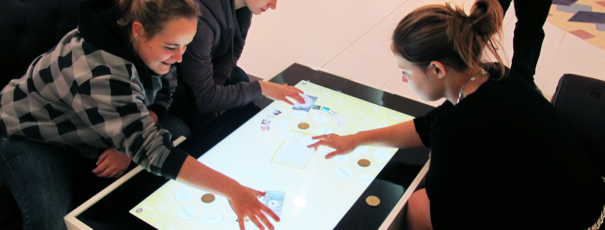 La table tactile multimédia, une animation digitale - NON STOP MEDIA Atlantique