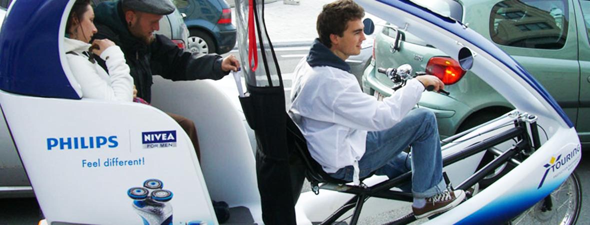 Vélo-taxi publicitaire Gumba en affichage mobile et street marketing - NON STOP MEDIA Atlantique