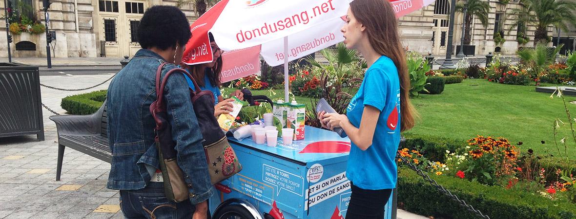 Street marketing avec triporteur pour l'EFS - NON STOP MEDIA Centre
