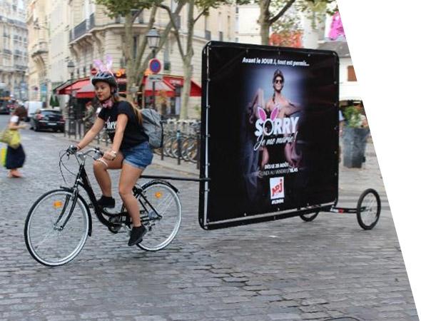Bike'Com le vélo panneau publicitaire pour le street marketing - affichage publicitaire mobile - NON STOP MEDIA Centre - Val de Loire