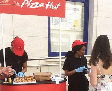 Pizza Hut offre des pizzas à Tours
