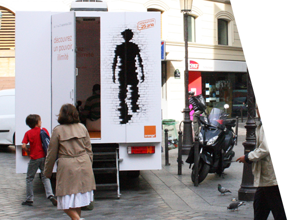 Orange en showroom mobile - camion vitrine mobile - Groupe NON STOP MEDIA
