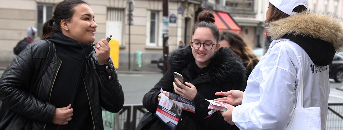 INSEEC choisit la communication urbaine avec une Distribution de flyers - NON STOP MEDIA île-de-france