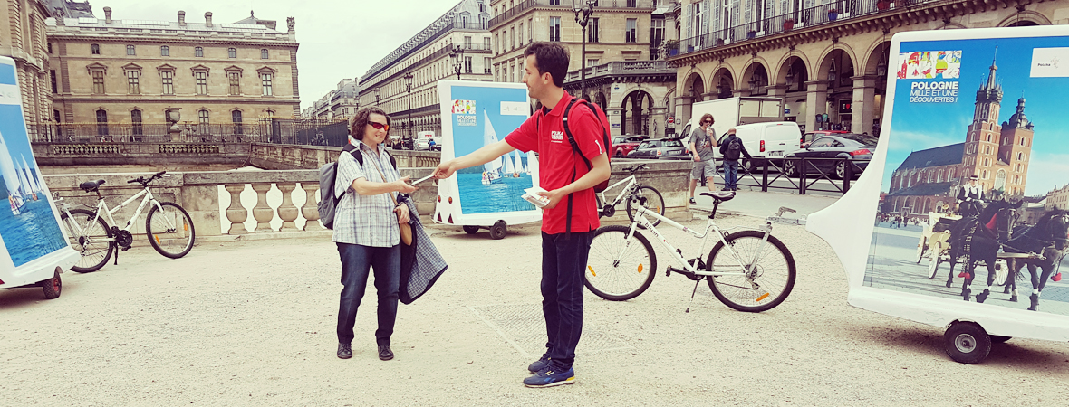 Distribution de flyers pour l'Office National Polonais et tournée en Bike'Com - NON STOP MEDIA Île de France