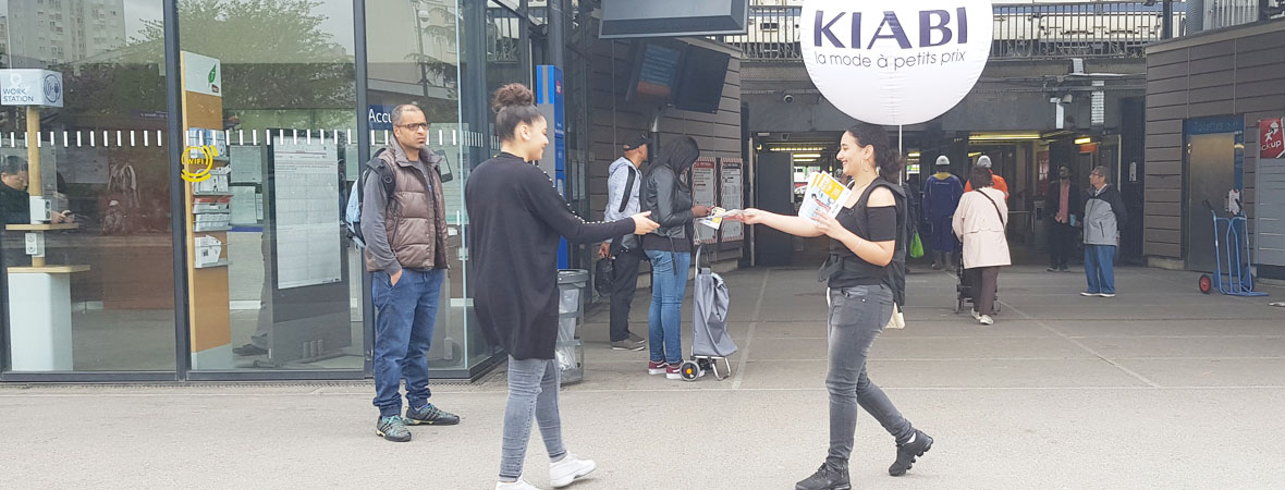 Diffusion street marketing et guerilla clean tag pour Kiabi avec NON STOP MEDIA Ile de France