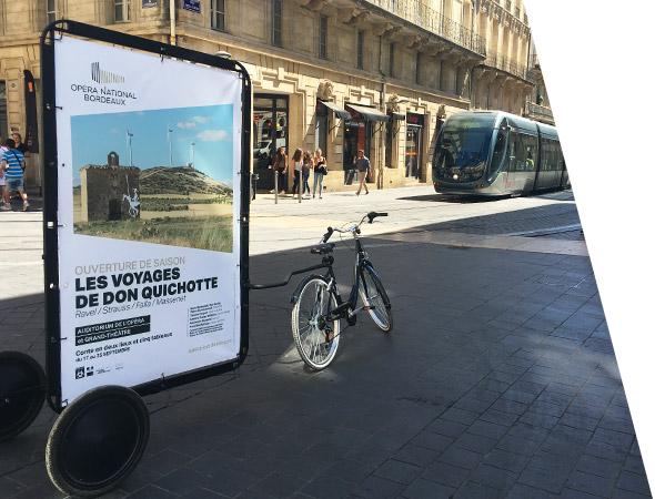 Bike'Com, vélo publicitaire en rue piétonne - Affichage mobile - NON STOP MEDIA Midi-Pyrénées