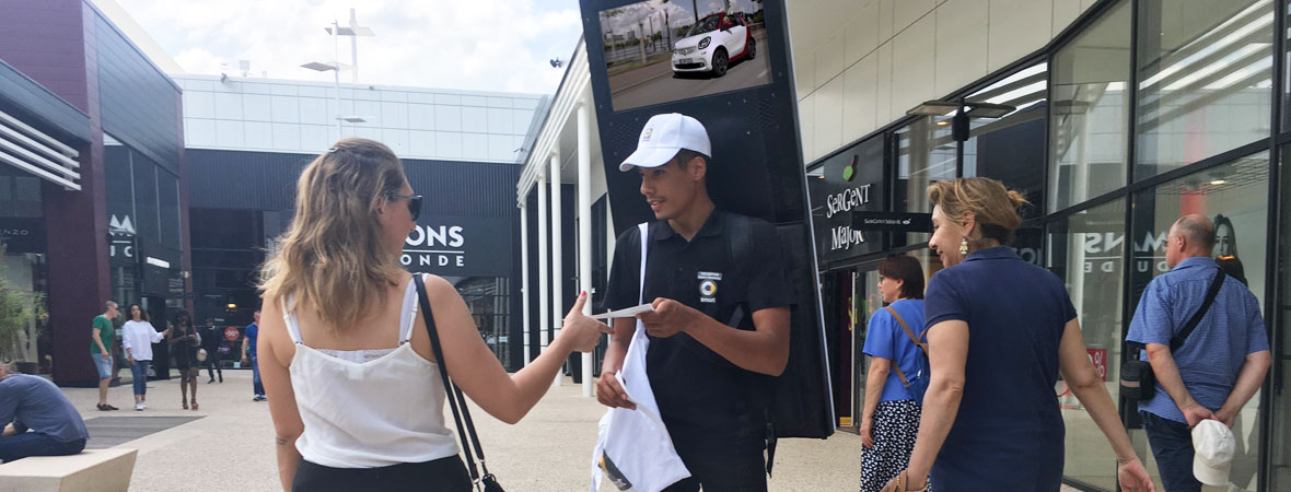 body screen et street marketing pour Smart avec NON STOP MEDIA Nord
