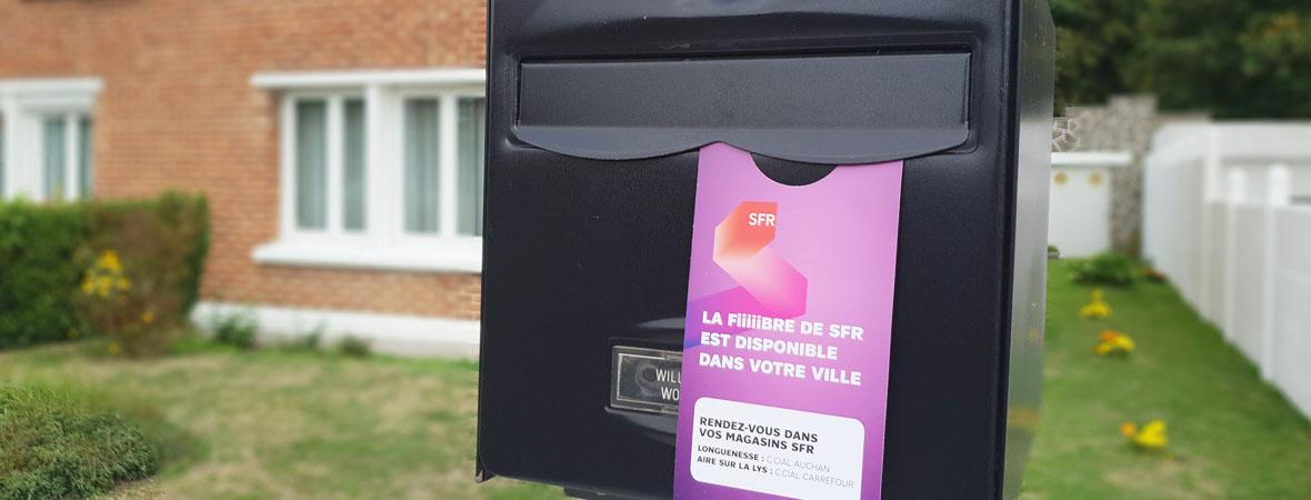 Diffusion et depot de cravate publicitaire pour SFR avec NON STOP MEDIA Nord