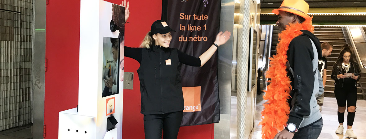 Animation et diffusion street marketing pour Orange avec NON STOP MEDIA Nord