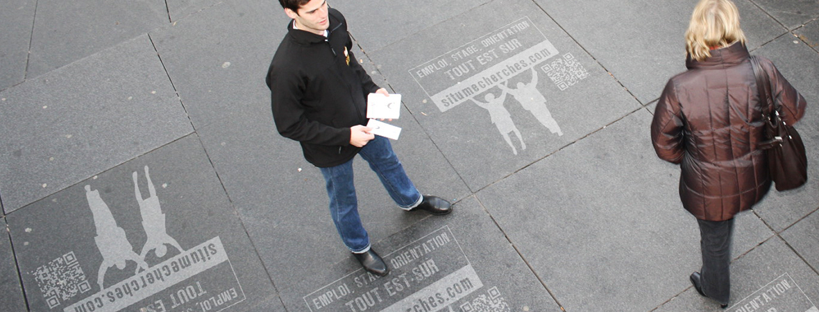 Marquage au sol et clean tag pour une guérilla marketing, street marketing - NON STOP MEDIA Normandie