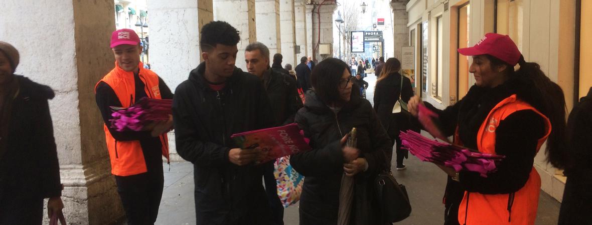 distribution de sacs pour la foire de Nice avec NON STOP MEDIA PACA