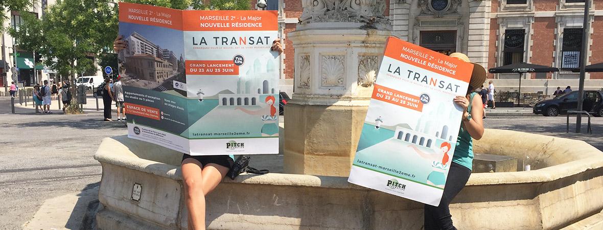 Marketing de proximité : animatrices exposées journaux géants en centre-ville NON STOP MEDIA PACA