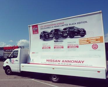 Nissan en camions publicitaires