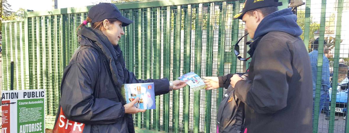 Diffusion street marketing pour SFR avec NON STOP MEDIA Rhône Alpes