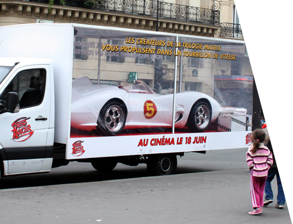 Camion vitrine publicitaire pour le street marketing - NON STOP MEDIA Rhône Alpes